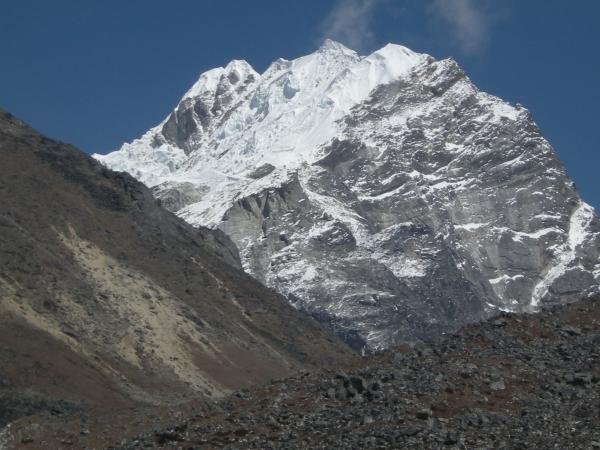 Lobuche Peak 6119m.